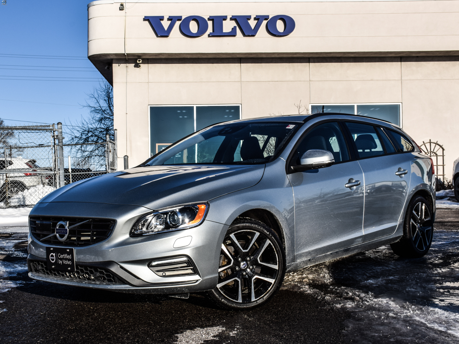 Certified Pre-Owned 2018 Volvo V60 T5 AWD Dynamic